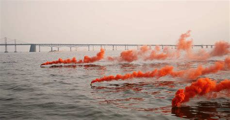 Signal Flares For Boats by Pyrotechnic Visual Distress Signals Boatus Foundation