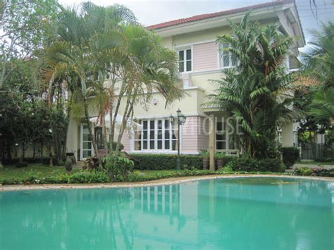 cha1848 beautiful large 3 bedroom house with big garden