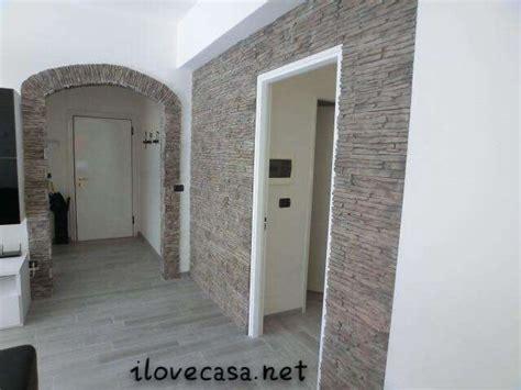 mensole ondulate parete in pietra finta o vera in soggiorno da letto
