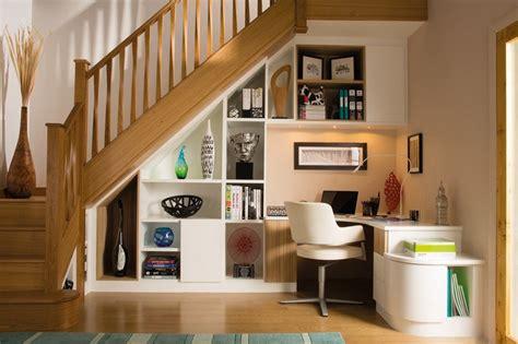 bureau sous escalier rangement sous escalier et idées d 39 aménagement alternatif