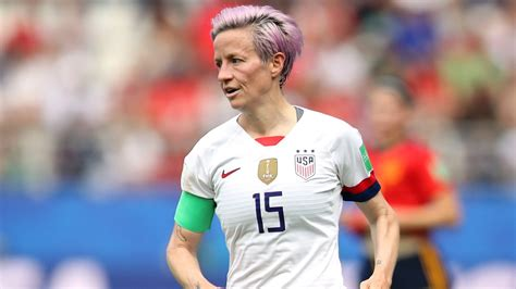 donald trump threatens megan rapinoe   invitation