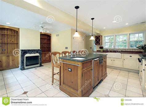 marbre de cuisine cuisine avec la cheminée de marbre image libre de droits