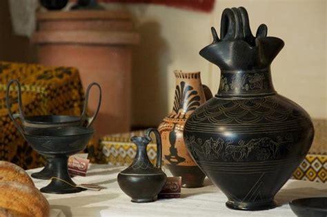 vasi etruschi buccheri reperti archeologici come oggetti decorativi
