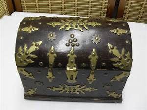 Coffre à Bijoux Bois : ancien coffre tr sor pour bijoux bois avec garnitures ~ Premium-room.com Idées de Décoration