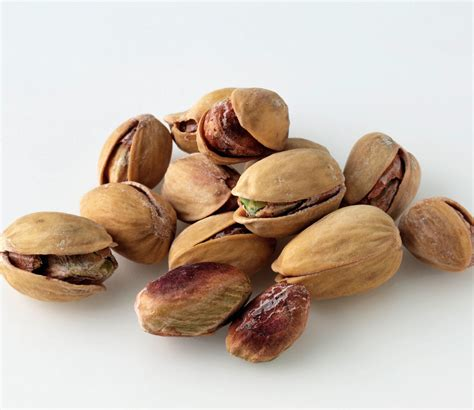 The Unique Health Benefits of Eight Different Nuts