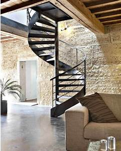 Escalier Colimaçon Métal : black metal spiral staircase contrasts with light textured ~ Melissatoandfro.com Idées de Décoration