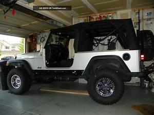 2005 Jeep Wrangler Unlimited Sport Utility 2