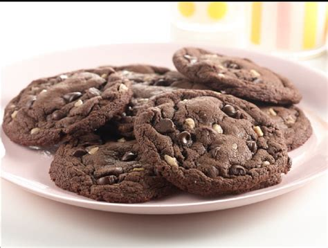 Duncan hines yellow cake mix baking spree. Recipe: Chocolate Chocolate Chip Toffee Cookies | Duncan ...