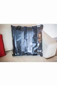coussin en cuir et peau de vache noir With coussin canapé cuir noir