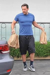 ben affleck shows his muscles while grocery shopping