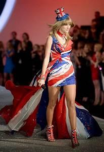 Celeb Diary: Taylor Swift @ 2013 Victoria Secret Fashion Show