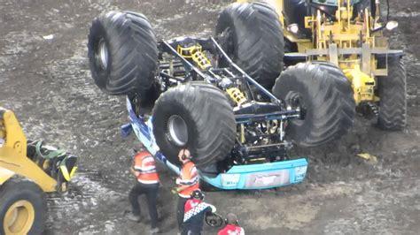 monster truck videos crashes monster jam 2014 hooked monster truck crash rollover