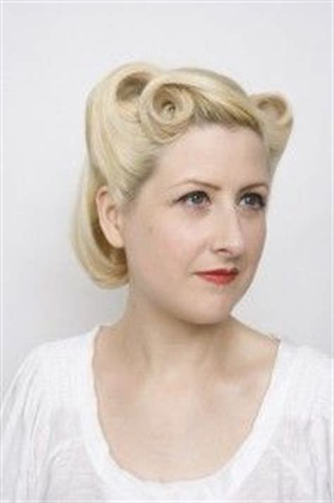 Late 1940s Hairstyles by 17 Best Ideas About 1940s Hairstyles On 1940s