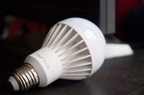 review nyrius wireless smart led multicolor light bulb