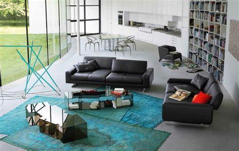 Türkis Kombinieren Wohnen by Das Schwarze Sofa Mit T 252 Rkisen Dekorationen Kombinieren