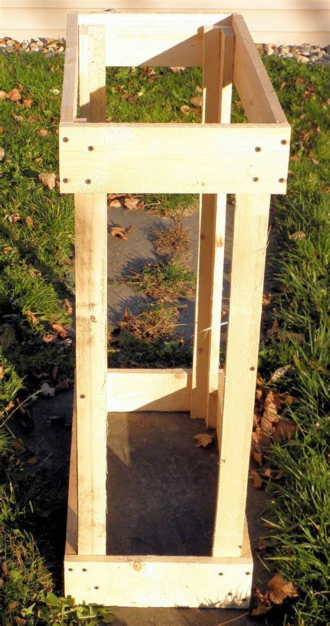 remodelaholic     rustic pallet cabinet