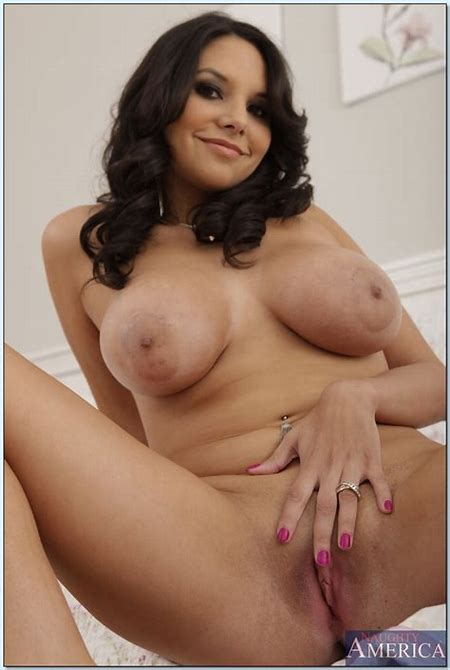 Busty Latina babe Missy Martinez gets naked to finger her horny cunt - PornPics.com