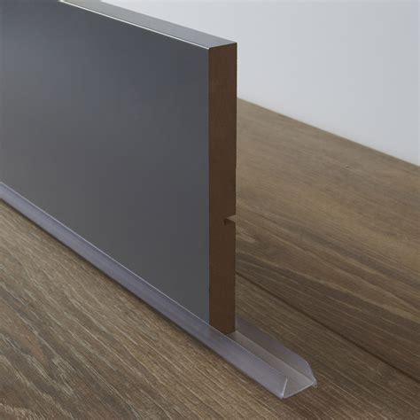 poser plinthe cuisine bavette de plinthe de meuble de cuisine delinia leroy merlin