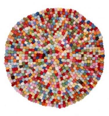 tapis boules de crochet multicolore famille gainsbourg ps and crochet