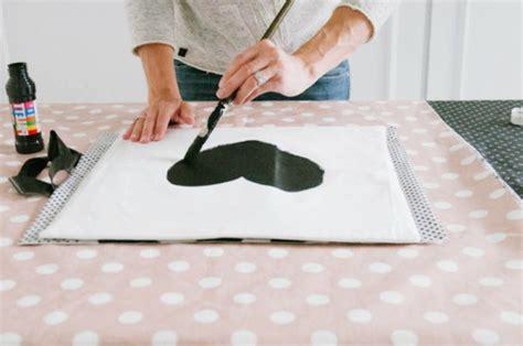 cr馥r sa chambre fabulous cutomiser une taie duoreiller avec de luencre textile couleur noir peindre with dcorer sa chambre avec des photos
