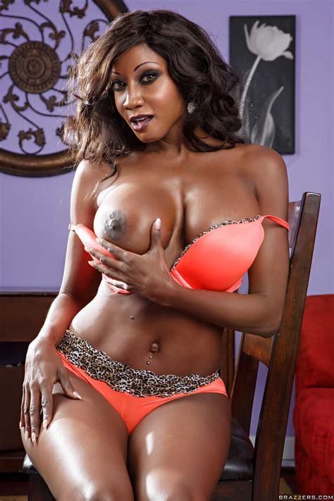 Black Woman Looks Great While Completely Naked Photos Diamond Jackson Milf Fox