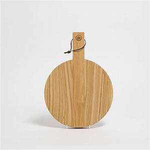 Schneidebrett Holz Rund : schneidebrett rund aus holz mit griff anton doll holzmanufaktur ~ Markanthonyermac.com Haus und Dekorationen