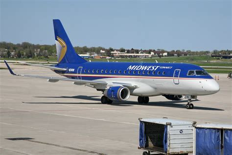 File:Midwest Connect N874RW Embraer 170.jpg - Wikimedia ...