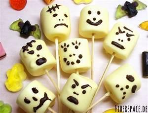 Süßes für Halloween: Marshmallow Monster am Stiel und