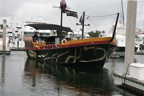Boat Lettering In Fort Lauderdale by Vinyl Custom Boat Graphics Fort Lauderdale Florida