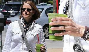 jodie foster proudly shows off her wedding ring just days With ellen wedding ring