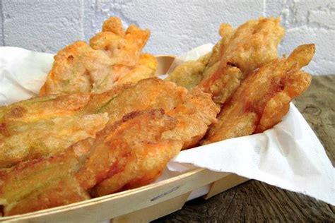 ricetta fiori di zucca ripieni fritti frittata di ortiche fresche al forno ingredienti e