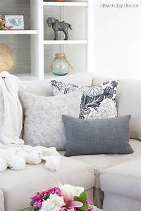 Pillows 101 how to choose arrange throw pillows for Arranging pillows on a sectional sofa