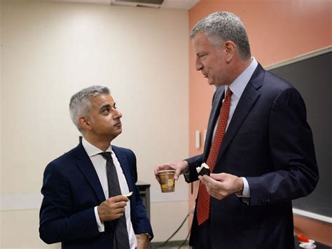 trump uk visit  york mayor bill de blasio joins forces