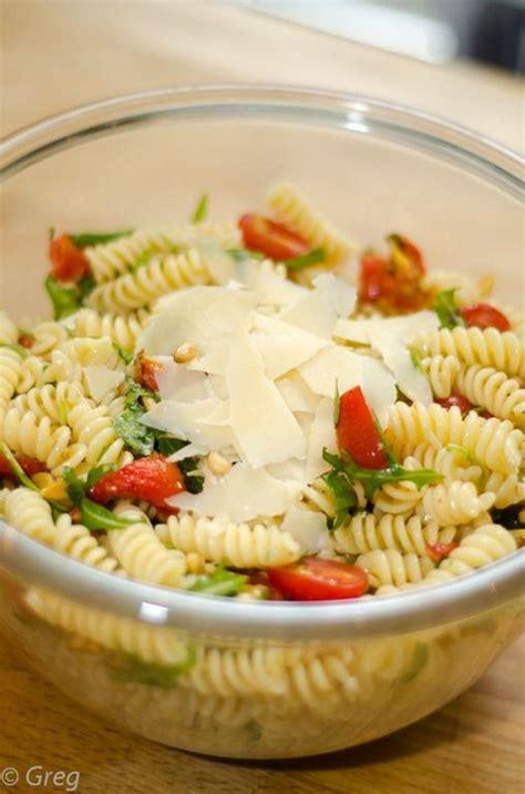 salade de p 226 tes froides aux tomates confites et roquette