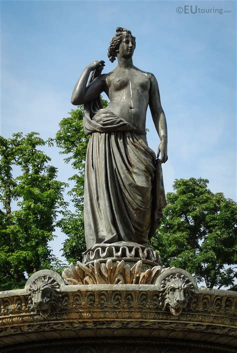 Photos of Diane Chasseresse statue on Fontaine de Diane ...