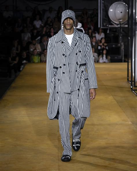 burberry spring summer  collection  skinny beep