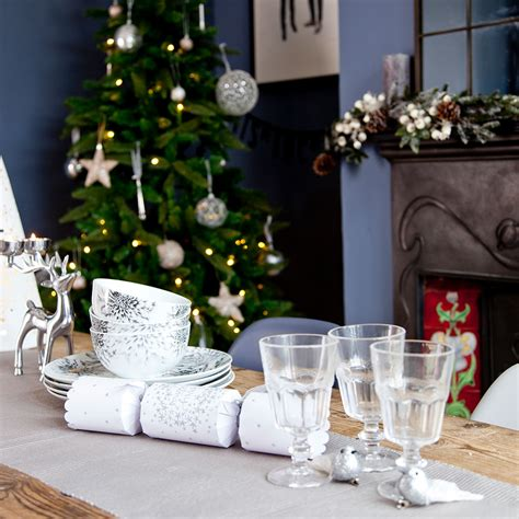 laying a christmas table how to lay the perfect christmas table and wow your dinner guests