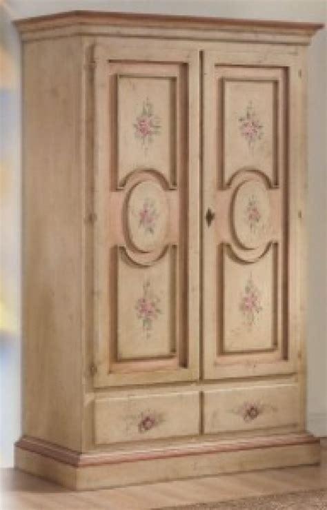 armadi provenzali materiali colori  decorazioni