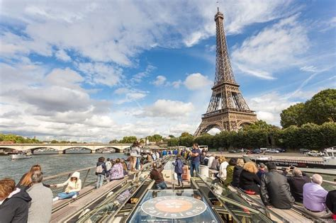 Boat Tour Seine River Paris by Cruising The Seine River In Paris How To Choose The Best