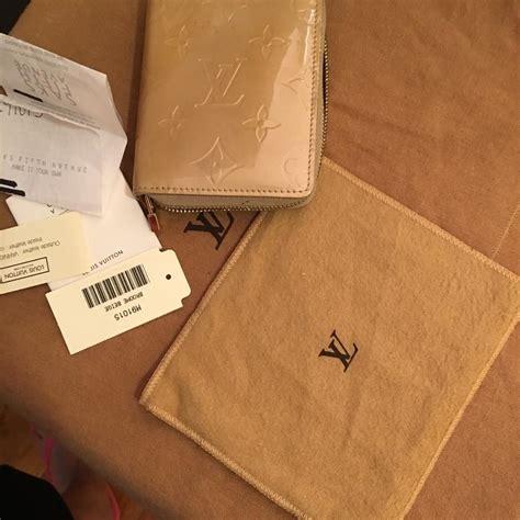 louis vuitton beige zippy coin purse  tags  receipt