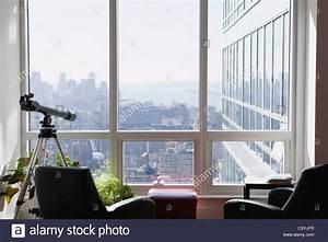 Wohnung New York Kaufen : usa new york state new york city teleskop in wohnung new york skyline im hintergrund ~ Eleganceandgraceweddings.com Haus und Dekorationen