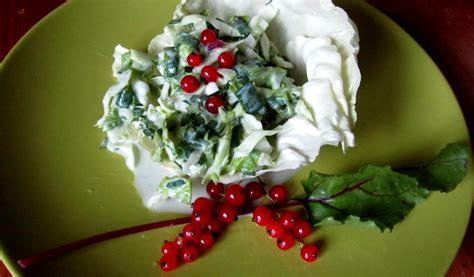 Receptes.lv - Kāpostu un biešu lapu salāti ar kronīti