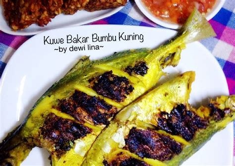 3 ekor ikan kuwek, 6 bh tomat hijau (uk. Resep Kuwe Bakar Bumbu Kuning oleh Dewi Lina Faidah - Cookpad