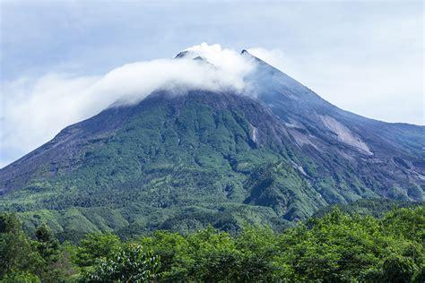 eruptions  mount merapi wikipedia