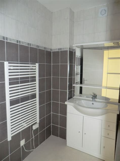 salle de bain carrelee location appartement chatellerault