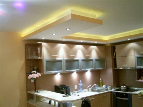 eclairage faux plafond cuisine faux plafond moderne dans la chambre à coucher et le salon