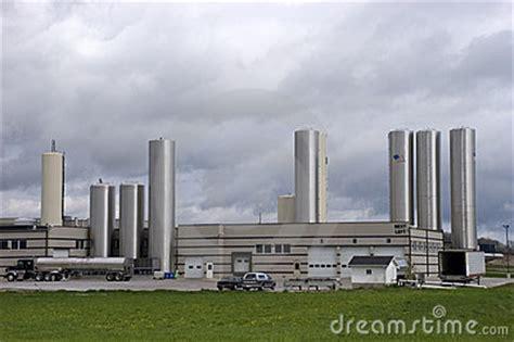 design on stock fabriek de moderne fabriek van de kaas royalty vrije stock