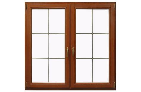 holzfenster mit sprossen fenster im landhausstil authentische gestaltung