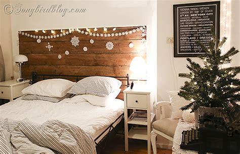 christmas decorating   bedroom