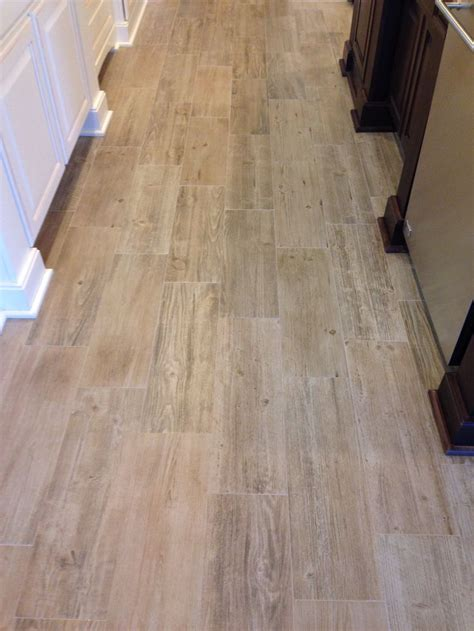 sunwood legend beige tile  narrow grout lines small